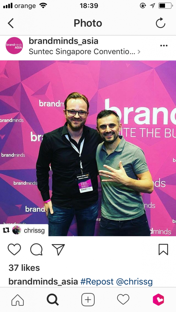 picture of Gary Vaynerchuk and a fan from brandmind_asia's Instagram account